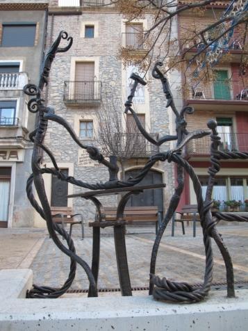 Forja Cal Biel - Forjadors endimoniats forjant l'inici del conjunt escultòric.