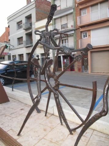 Forja Cal Biel - El carreter, clavant els radis de la roda a cops amb la massa de