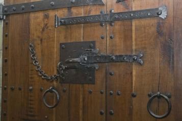 Forja Cal Biel - Porta ferrada de l'antic armari de la Biblioteca situada al clau