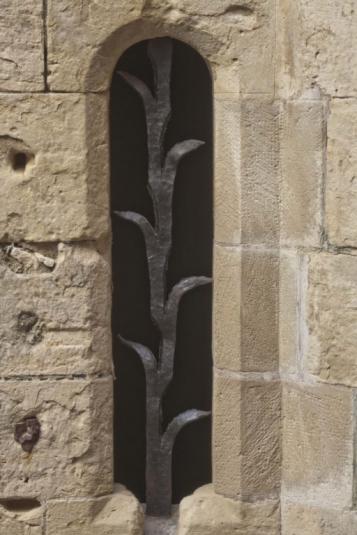 Forja Cal Biel - .Reixa d'espiga situada a les escales del Palau del rei Martí.